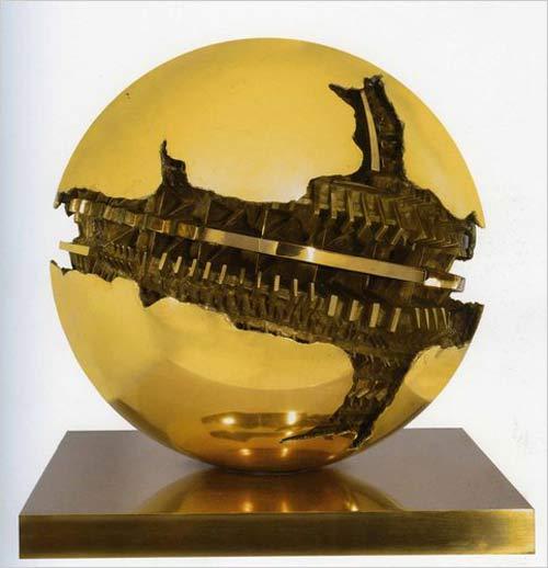 arnaldo pomodoro sculpture
