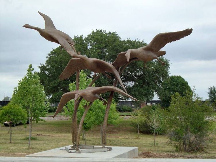Wildlife Monuments - The Landing by Edd Hayes - search and link Sculpture with SculptSite.com