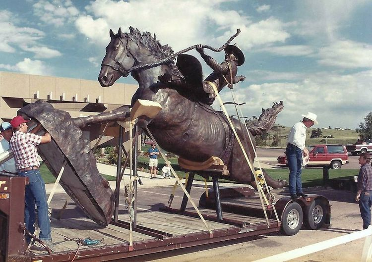 Monuments - The Champ by Edd Hayes - search and link Sculpture with SculptSite.com