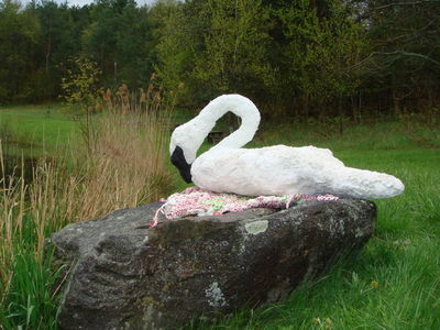Trumpeter Swan by Sari Grove - search and link Sculpture with SculptSite.com