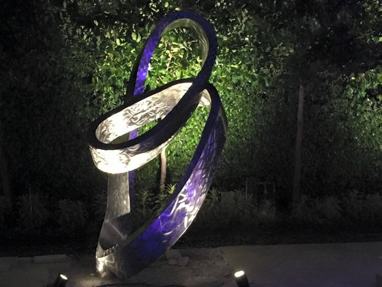 Möbius  by Hunter Brown - search and link Sculpture with SculptSite.com