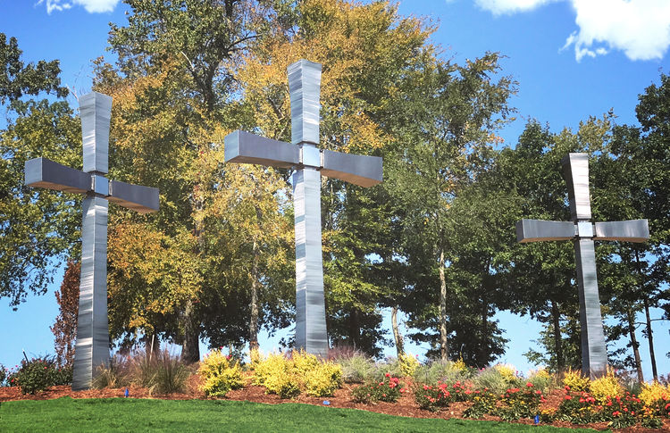 Rock Creek Crosses by Hunter Brown - search and link Sculpture with SculptSite.com
