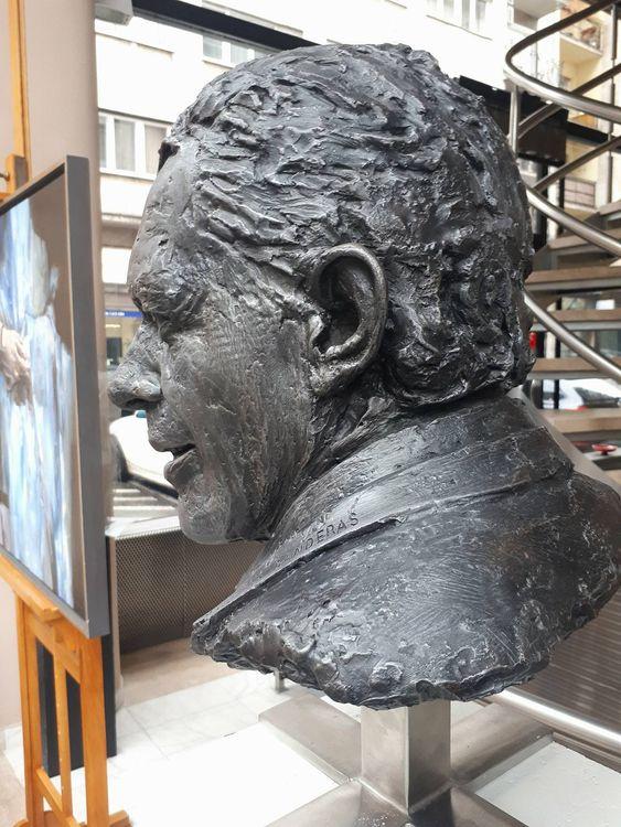 Portrait of Mr. Antonio Banderas by Eva Karcag - search and link Sculpture with SculptSite.com